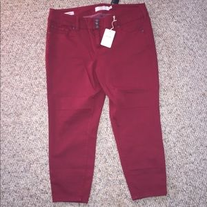 Torrid size 20 red cropped jeggings